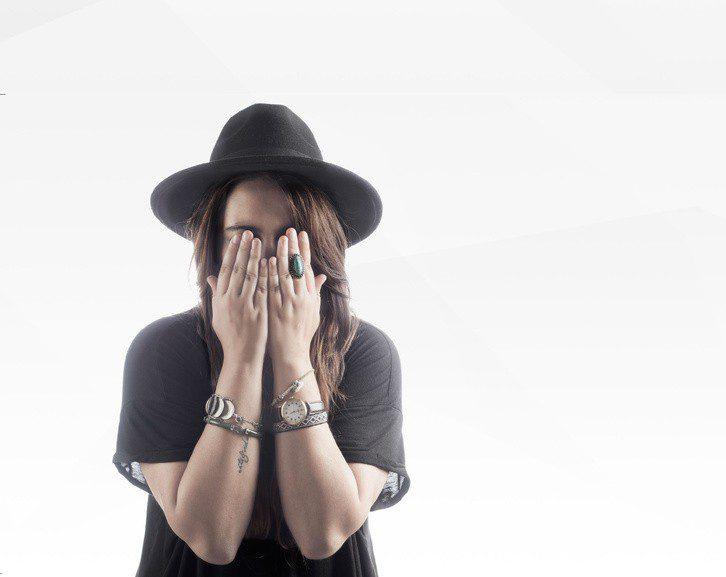 """""""A Solas"""", nuevo single de Adriana Moragues"""