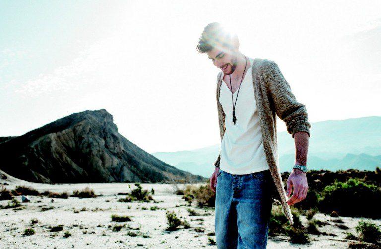 """Descubre """"Eterno Agosto"""", el álbum debut de Álvaro Soler"""