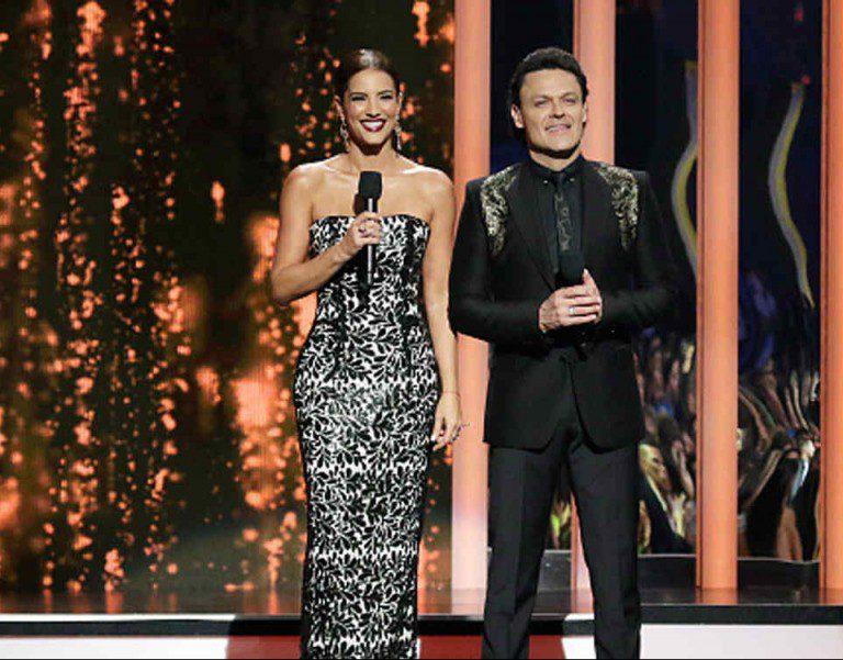 Romeo Santos y Enrique Iglesias encabezan las nominaciones a los Billboard 2016