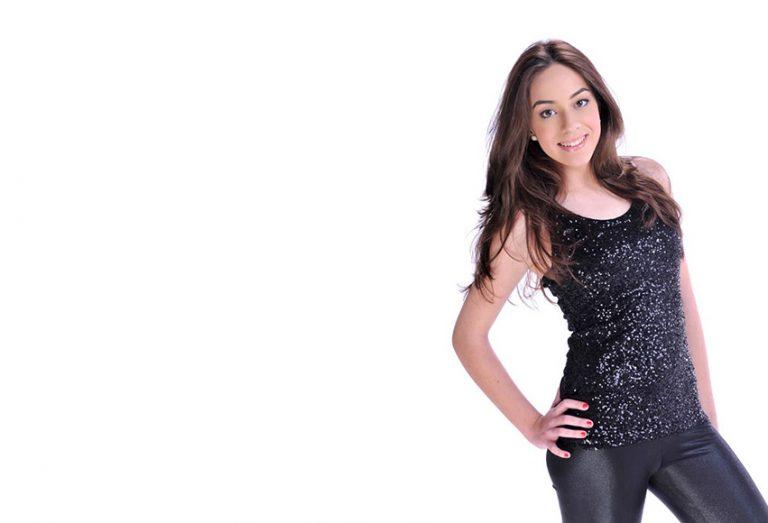 """Lorena Ares presenta su single """"No me beses más"""""""