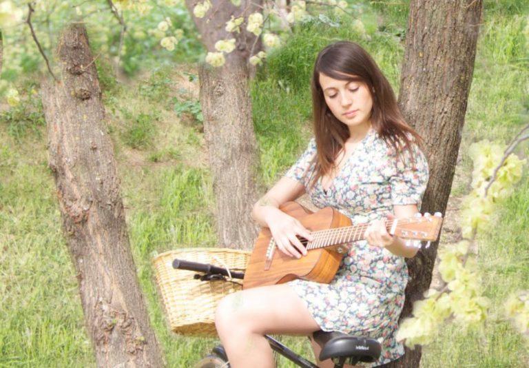 """""""Mágico y Absurdo"""", el nuevo single de María Villalón"""