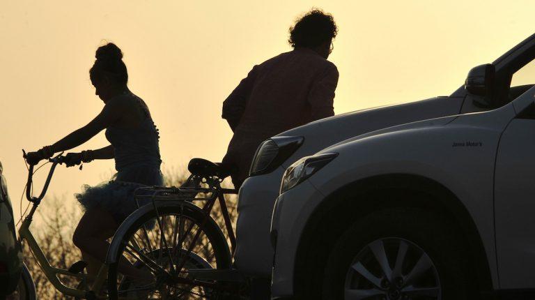 """Carlos Vives y Shakira estrenan el videoclip de """"La Bicicleta"""""""