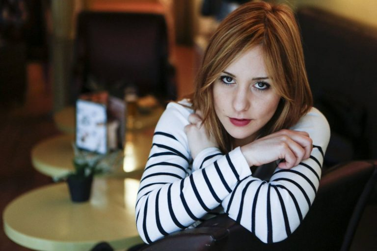 "Nadia Álvarez ""salta al vacío"" con su indie-folk intimista"