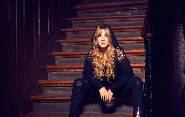 """Lucía Gil estrena el videoclip de su single """"Fool 2 Try"""""""