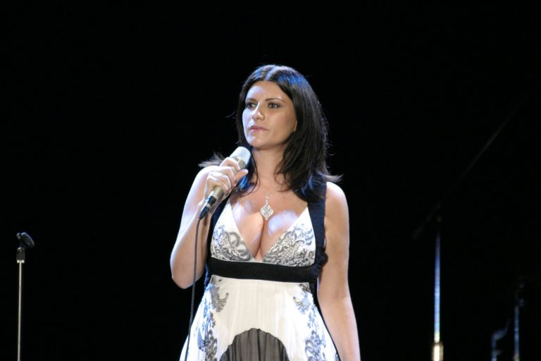 Laura Pausini cancela sus conciertos en España por enfermedad
