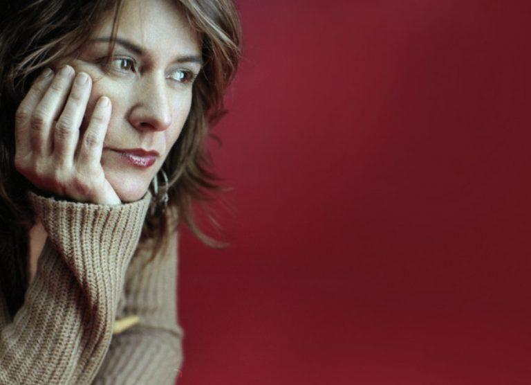 """La """"atmósfera"""" profunda y evocadora de Cristina Narea"""