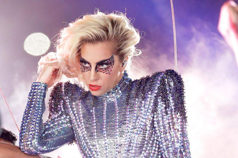 Lady Gaga aplaza su concierto de Barcelonapor fibromialgia
