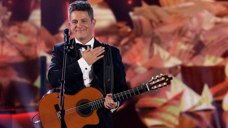 Alejandro Sanzrecibe el Grammy Latino a la Persona del Año 2017