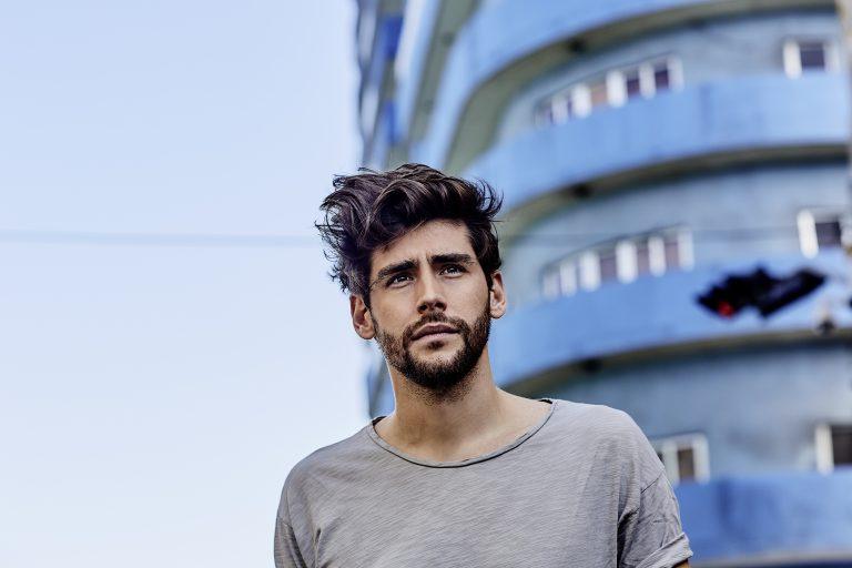 """Escucha ya """"La Cintura"""", el nuevo single de Álvaro Soler"""