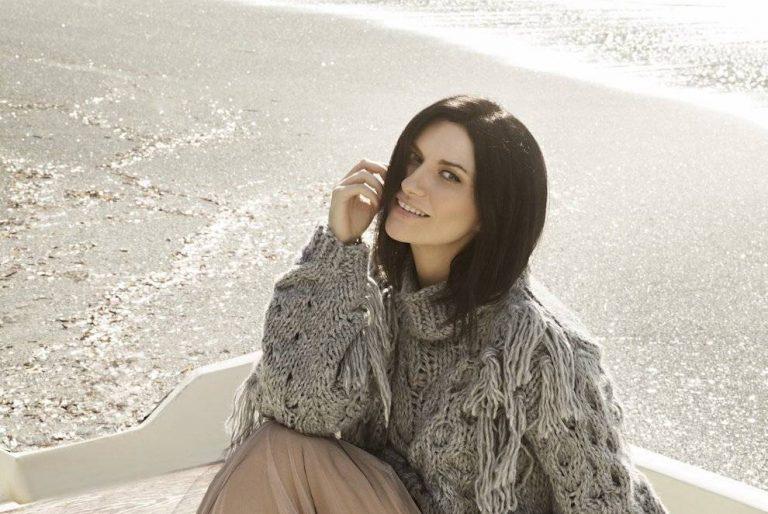 """Laura Pausini lanza un mensaje en su nuevo álbum, """"Hazte sentir"""""""