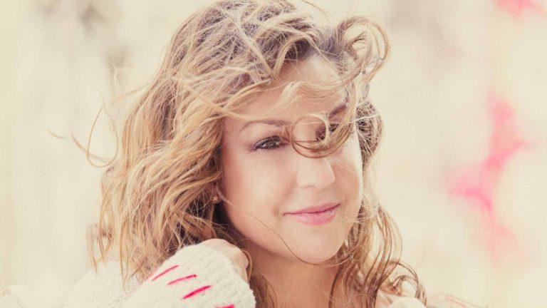 Niña Pastori alcanza el número 1 en la lista de discos más vendidos