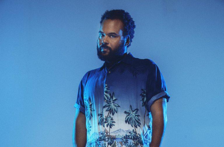 Carlos Jean graba el tema principal de la película Yucatán
